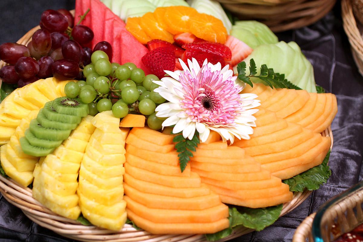 Small Fresh Sliced Fruit Display (2)